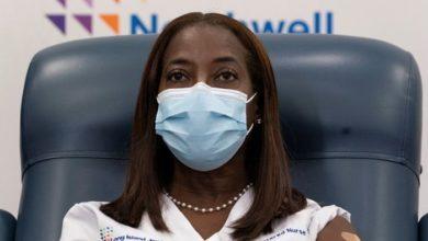 ICU Nurse gets first COVID vaccine