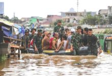 Indonesia hit by monsoon floods, thousands of people evacuated
