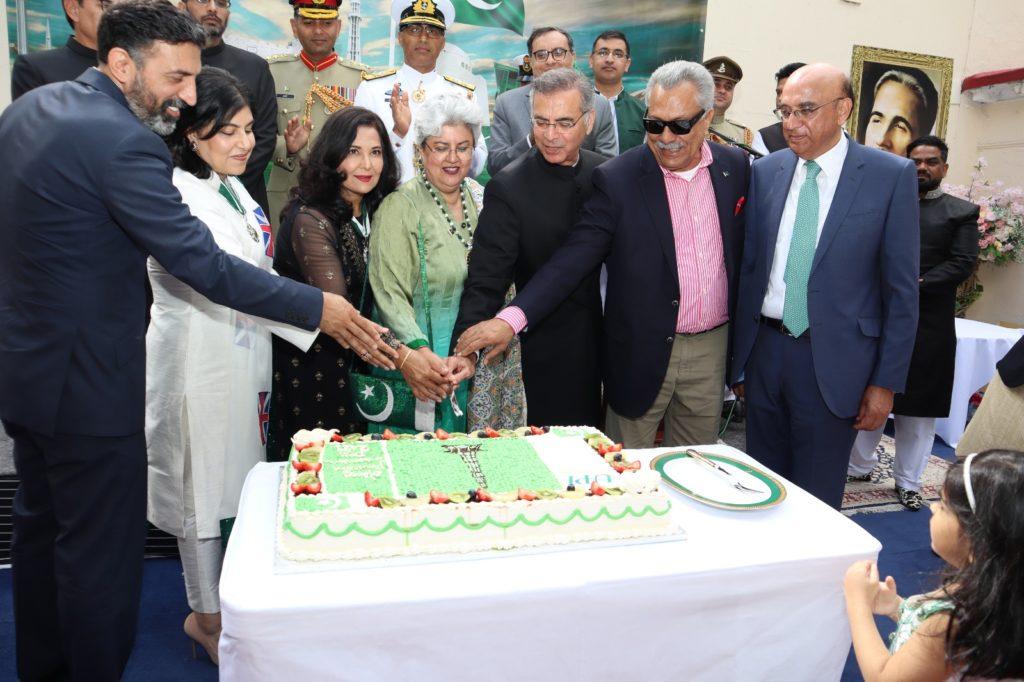 Cake cutting at the Independence Day of Pakistan