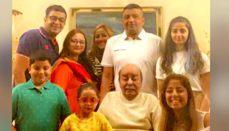 Naqqash Kazmi with family members