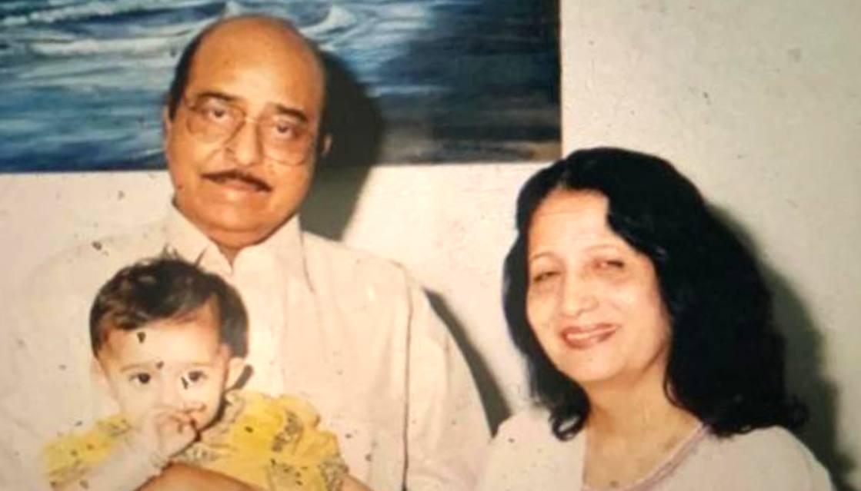 Naqqash Kazmi with his wife