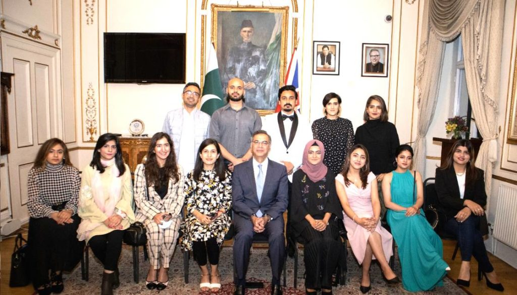 Pakistan High Commissioner to the UK, Moazzam Ahmad Khan in a group photo with the Commonwealth Scholars from Pakistan at the Pakistan High Commission London